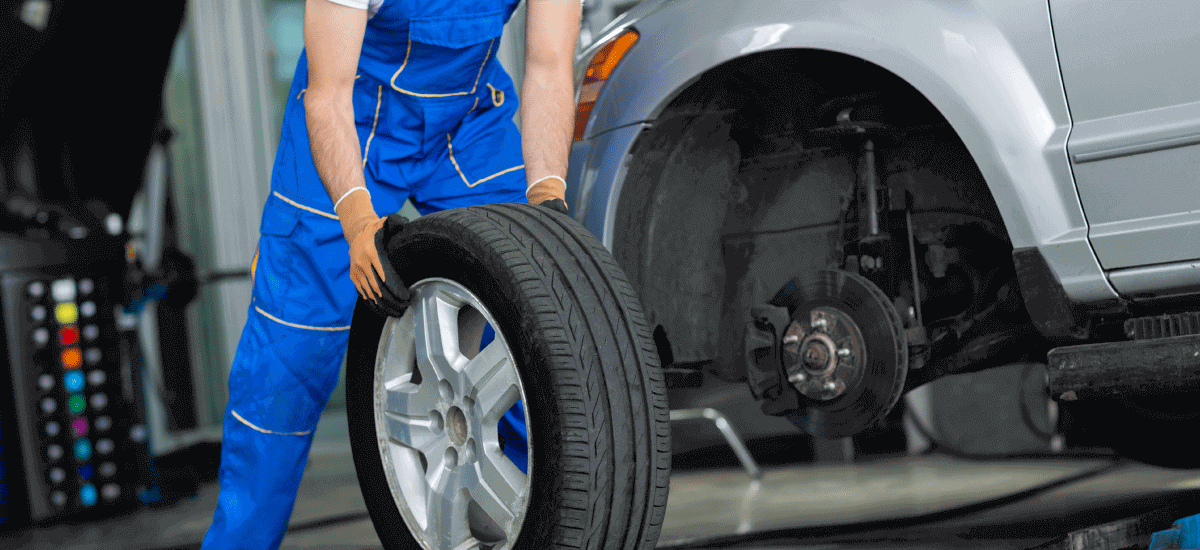 Step-By-Step Guide On How To Change A Car Tyre - Acko